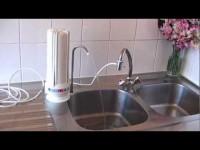 Installation du purificateur d'eau sur évier